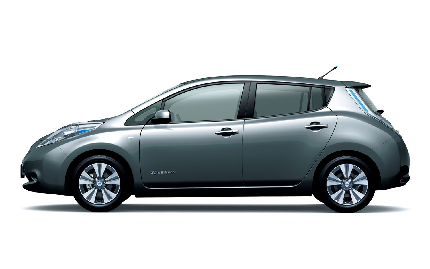 nissan-leaf-japanese-spec-dark-metal-gray-side-view.jpg