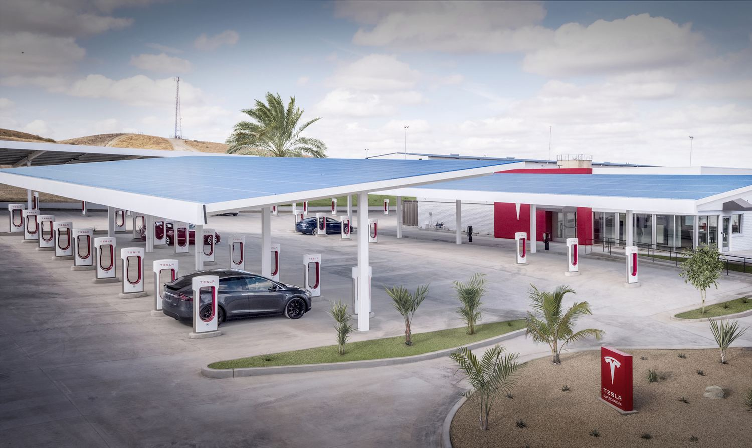 Kettleman-Tesla-Supercharger-CA-splash.jpg